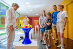 Mobilier design Musée du Peigne et de la Plasturgie à Oyonnax